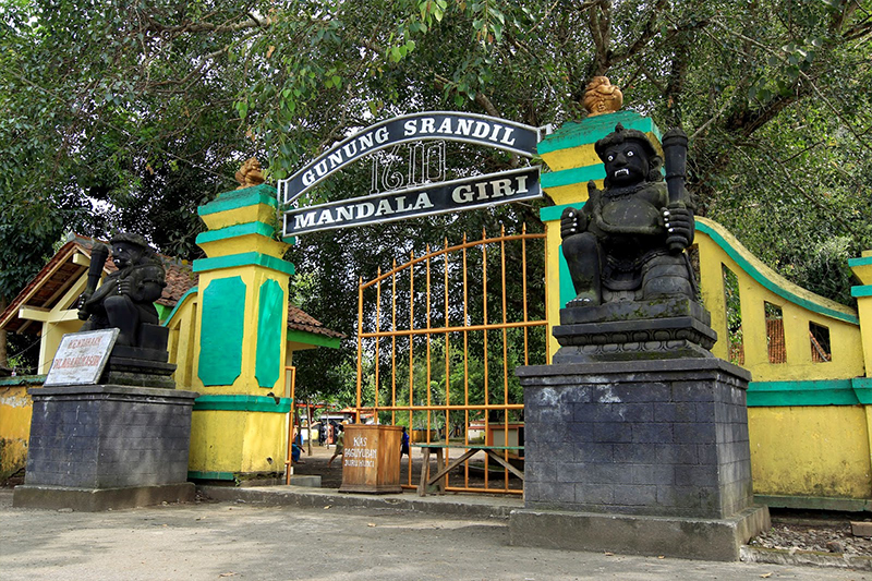 Area Wisata Gunung Srandil Cilacap Dengan 7 Titik Ziarah